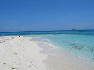Beach at Pidgeon Caye at Roatan East End