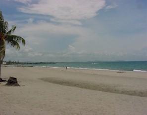 Picture Of Beach At Tela Honduras
